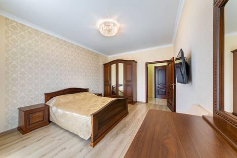 Сдается 2-комнатная квартира посуточно в Геленджике, Приморская улица, 30а.