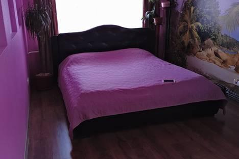 Сдается 3-комнатная квартира посуточно в Сочи, улица Цюрупы,дом 8.