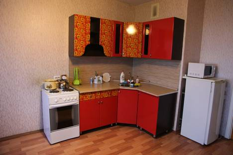 Сдается 3-комнатная квартира посуточно, Ленинский район, микрорайон Московский, 14Ак2.