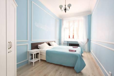 Сдается 4-комнатная квартира посуточно в Санкт-Петербурге, Петропавловская улица, 6.