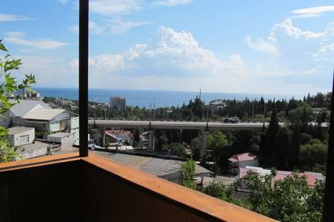 Сдается 1-комнатная квартира посуточно в Алуште, Крым,ул. Октябрьская 24.
