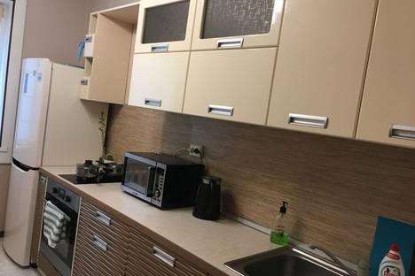 Сдается 3-комнатная квартира посуточно в Казани, проспект Хусаина Ямашева, 67.