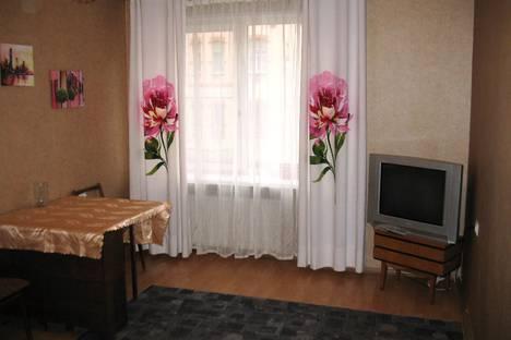Сдается 2-комнатная квартира посуточно в Санкт-Петербурге, проспект Добролюбова, 5/1.