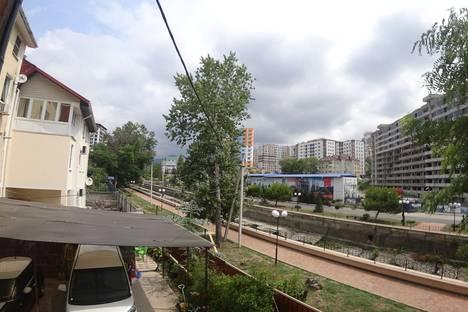 Сдается 2-комнатная квартира посуточно в Сочи, улица Полтавская, 40.