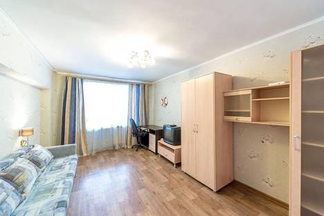 Сдается 2-комнатная квартира посуточно, шоссе Космонавтов, 57.