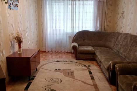 Сдается 2-комнатная квартира посуточно в Яровом, улица 40 Лет Октября, 7.