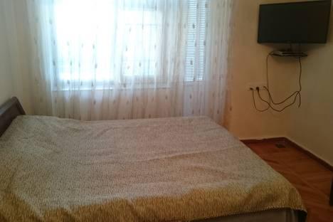 Сдается 1-комнатная квартира посуточно, проспект Азербайджана 57.