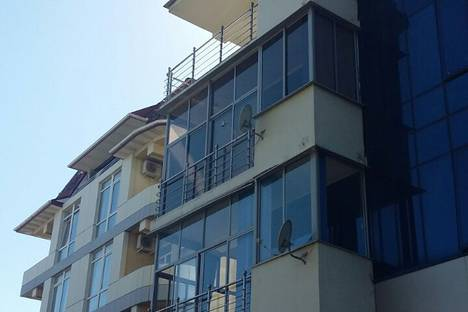 Сдается 2-комнатная квартира посуточно в Адлере, Интернациональная улица, 3 корпус 1.