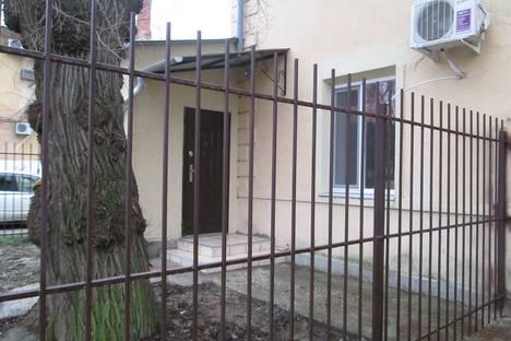 Сдается 2-комнатная квартира посуточно в Керчи, улица Сакко, 10.