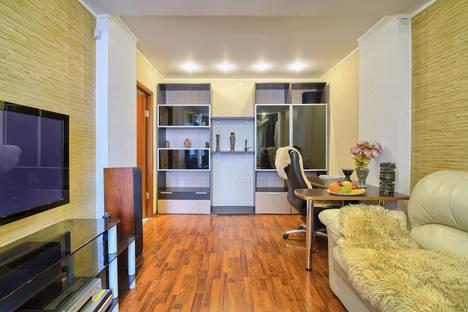 Сдается 2-комнатная квартира посуточно в Нижнем Новгороде, улица Маршала Рокоссовского, 1.