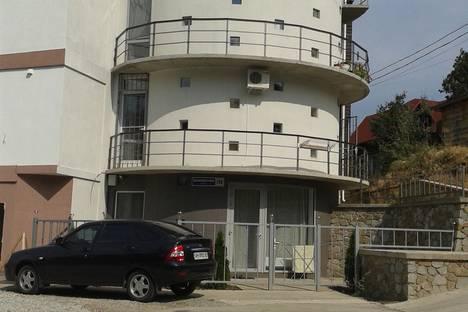 Сдается 2-комнатная квартира посуточно в Алуште, улица Краснофлотская.