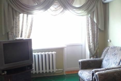 Сдается 2-комнатная квартира посуточно в Керчи, улица Орджоникидзе, 51.
