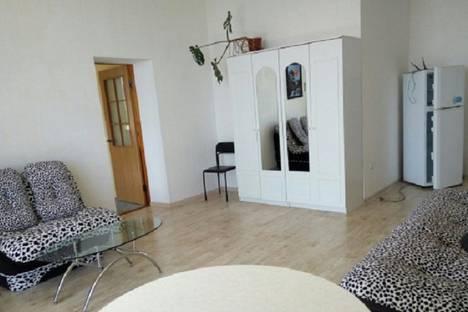 Сдается 2-комнатная квартира посуточно в Алупке, пгт Кореиз, ул. Мисхорский спуск, дом 30.