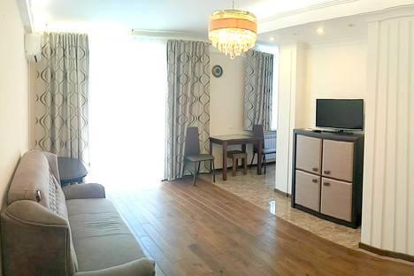 Сдается 2-комнатная квартира посуточно в Алуште, улица Ленина, 25.