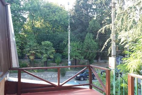 Сдается 2-комнатная квартира посуточно в Ялте, улица Кирова, 34.