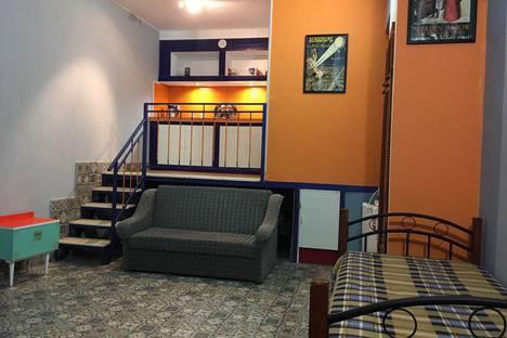 Сдается 1-комнатная квартира посуточно в Алуште, улица Пуцатова, 18.