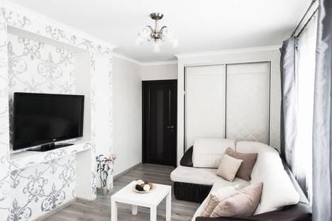 Сдается 2-комнатная квартира посуточно в Екатеринбурге, улица Юмашева, 3.