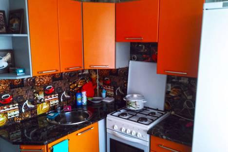 Сдается 3-комнатная квартира посуточно в Новотроицке, улица Комарова, 18.