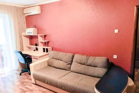 Сдается 1-комнатная квартира посуточно в Омске, улица Омская, 110.