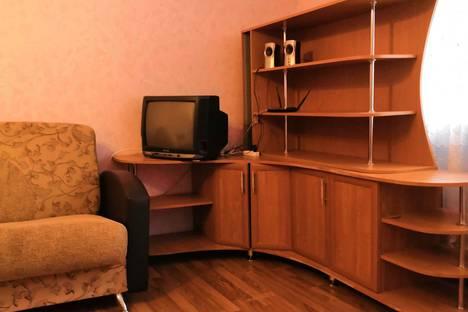 Сдается 1-комнатная квартира посуточно в Омске, улица Дмитриева, 17/1.