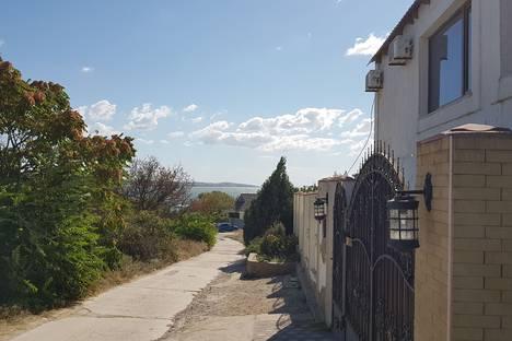 Сдается коттедж посуточно в Щёлкине, Крым Ленинский район поселок Мысовое.