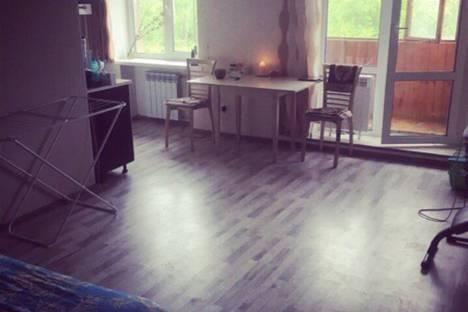 Сдается 3-комнатная квартира посуточно в Волжском, улица Свердлова, 31.