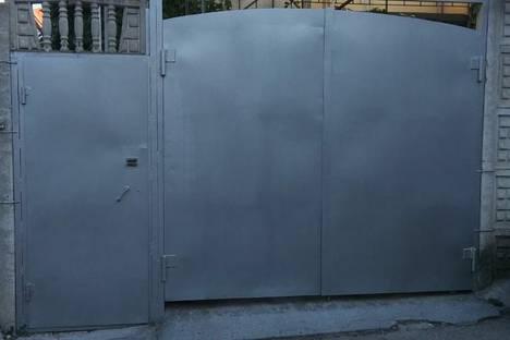 Сдается комната посуточно в Алуште, улица Первомайская, 15.