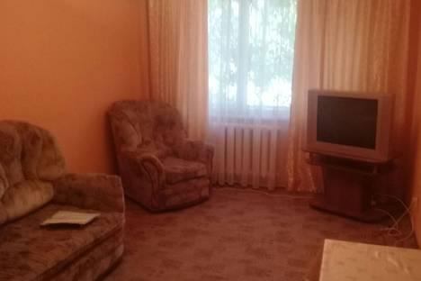 Сдается 2-комнатная квартира посуточно в Астрахани, улица Дубровинского, 64.