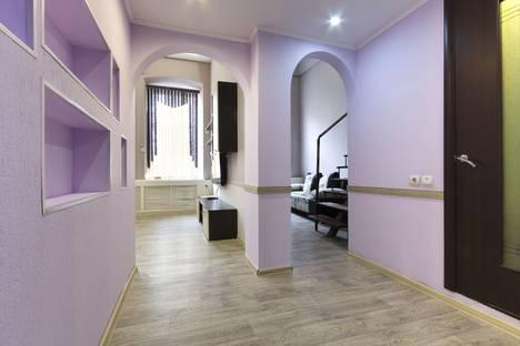Сдается 3-комнатная квартира посуточно в Астрахани, улица Бурова, 4.