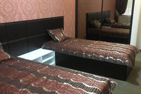 Сдается 4-комнатная квартира посуточно в Назарове, улица 30 лет ВЛКСМ, 102.