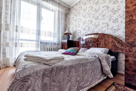 Сдается 2-комнатная квартира посуточно, улица Достык, 13.