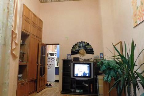 Сдается 3-комнатная квартира посуточно в Евпатории, Революции, 55.
