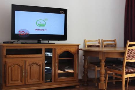 Сдается 2-комнатная квартира посуточно в Алматы, Самал-2 миккрорайон, дом 27.