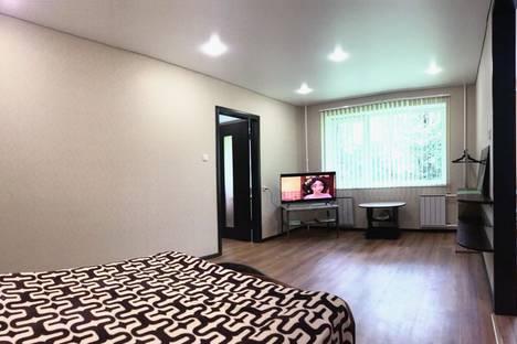 Сдается 2-комнатная квартира посуточно в Златоусте, 2-я линия Гагарина, 2.