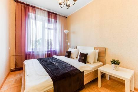 Сдается 2-комнатная квартира посуточно в Москве, проспект 60-летия Октября, 14.