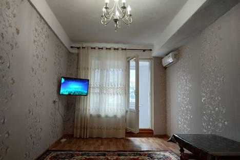 Сдается 2-комнатная квартира посуточно в Махачкале, проспект Имама Шамиля, 40.
