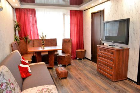 Сдается 4-комнатная квартира посуточно в Мурманске, проспект Кирова, 25.