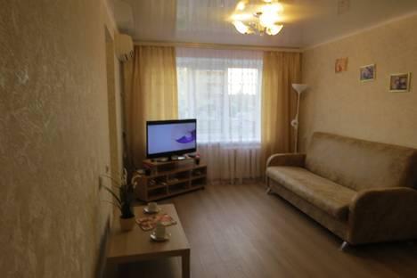 Сдается 1-комнатная квартира посуточно в Майкопе, Краснооктябрьская улица 24.