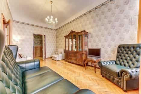 Сдается 2-комнатная квартира посуточно в Санкт-Петербурге, улица Рубинштейна 11.
