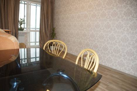 Сдается 2-комнатная квартира посуточно в Хабаровске, улица Павловича, 5.