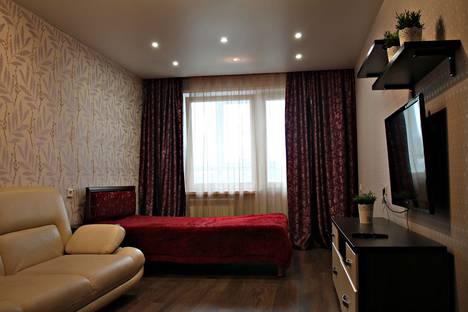 Сдается 3-комнатная квартира посуточно в Кирове, улица Азина, 17.