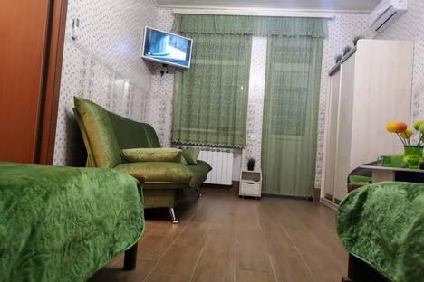 Сдается 1-комнатная квартира посуточно в Новороссийске, ул. Мира 20/22.