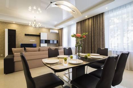 Сдается 2-комнатная квартира посуточно в Нижнем Новгороде, улица Тверская, 5а.