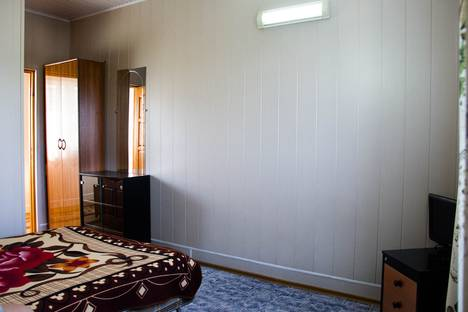 Сдается 2-комнатная квартира посуточно в Красной Поляне, Эстонская улица, 119.