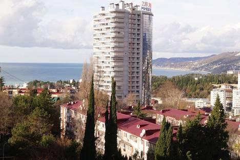 Сдается 2-комнатная квартира посуточно в Сочи, улица Пирогова, 12/1.