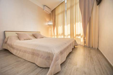 Сдается 2-комнатная квартира посуточно в Гурзуфе, Крым, ул. Никитина, 10.