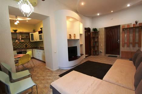 Сдается 2-комнатная квартира посуточно в Алматы, пр. Абылай хана, дом 113, уг. ул. Карасай батыра.