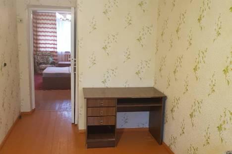 Сдается 2-комнатная квартира посуточно в Апатитах, улица Ленина, 10.