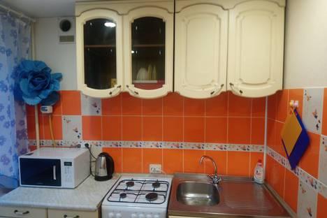 Сдается 1-комнатная квартира посуточно в Апатитах, улица Зиновьева, 19.