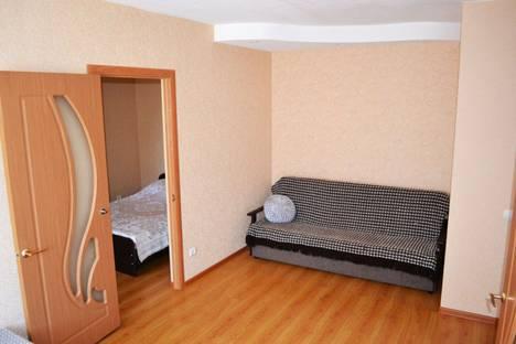 Сдается 2-комнатная квартира посуточно в Шахтах, пр. Победа Революции, 99.